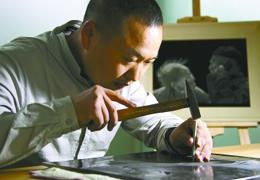 盐城瓷刻艺术传承人陈银付:一根头发敲击几百次才完成