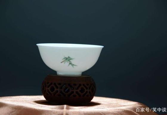 16世纪末,许多西方贵族用中国瓷器来装饰自己的客房,来彰显品位