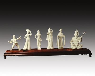 动情演绎马头琴的蒙古族壮汉,以及跳秧歌舞的陕北老汉.